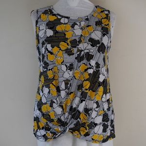 Sami & Jo Size Large Twist Hem Textured Floral Top